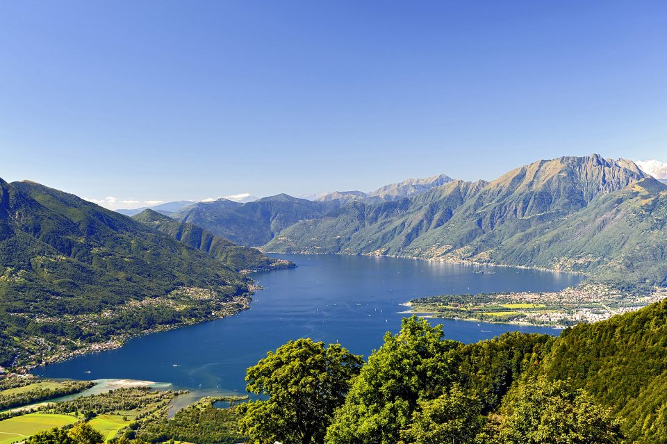 TICINO - Panorama sul Lago Maggiore con vista sulle Isole di Brissago. Panoramablick ueber den Lago Maggiore und Brissago Inseln. Vue panoramique sur le Lac Majeur et les Iles de Brissago. Panoramic view on the Maggiore Lake and on the Brissago Islands. Copyright by Ticino Turismo Byline:swiss-image.ch/ Edmondo Viselli